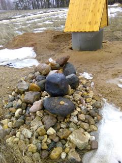 Камни из шахты колодца